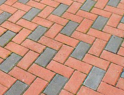 Колір, візерунок і товщина тротуарної плитки.