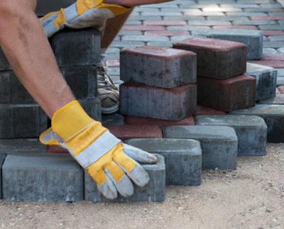 Насколько важен выбор профессионального укладчика тротуарной плитки?