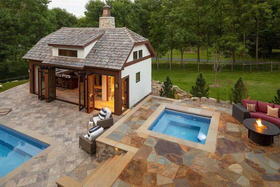 Сколько стоит новый внутренний дворик?
