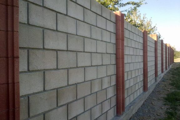 Перевага парканів з бетонних блоків