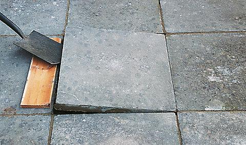Как заменить тротуарную плитку