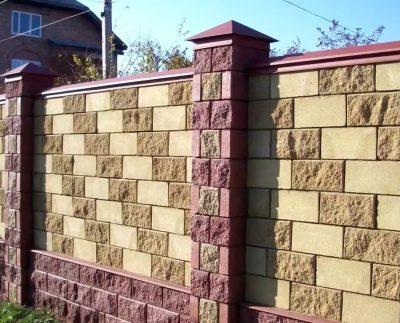 Огорожа з бетонних колотих блоків